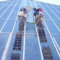 Hotel Hilton Pobřežní 1, Praha 8 – výměna skel zastřešení atria, výměna lišt zastřešení atria, mytí oken