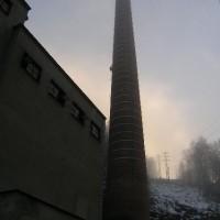 Tanvald – odbourání částí továrního komína